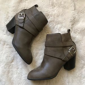 Express bootie size 7